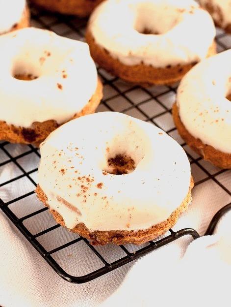 Skinny Pumpkin Cinnamon Chip Donuts