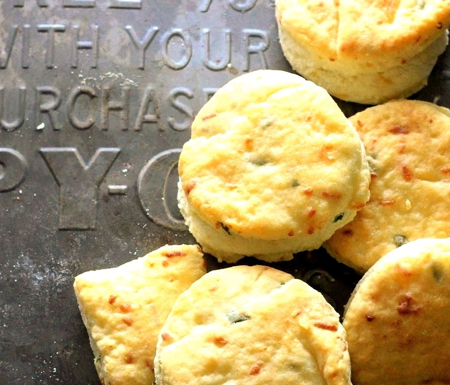 Smoked Gouda and Chive Buttermilk Biscuits